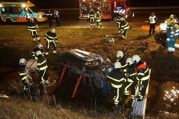 Auto over de kop gevlogen in Kaatsheuvel.