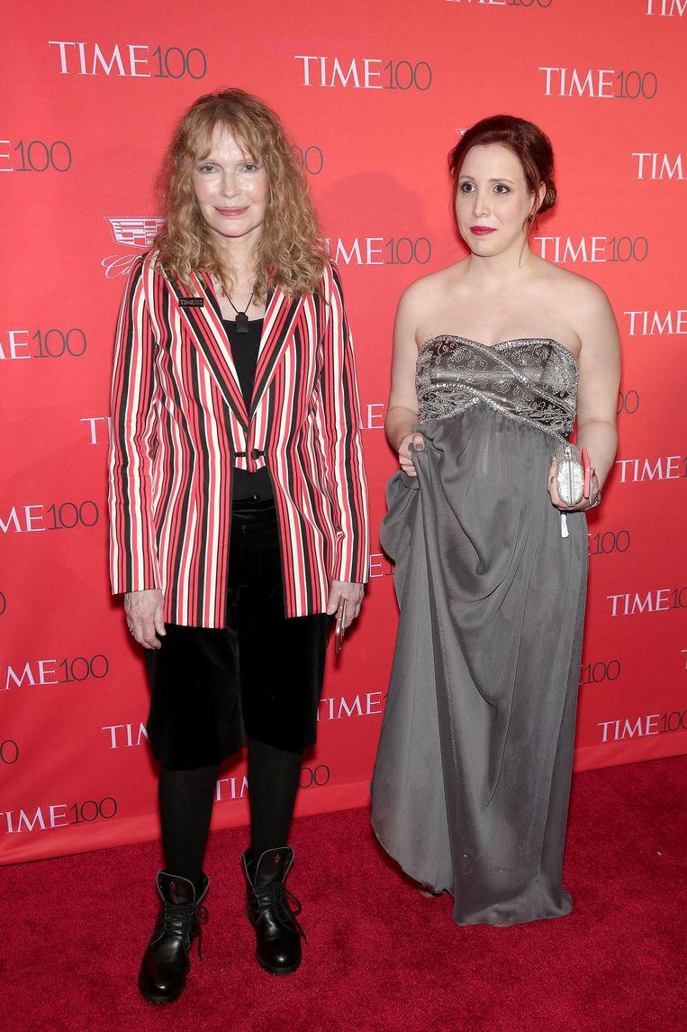 Mia Farrow en dochter Dylan in april 2016 Beeld afp