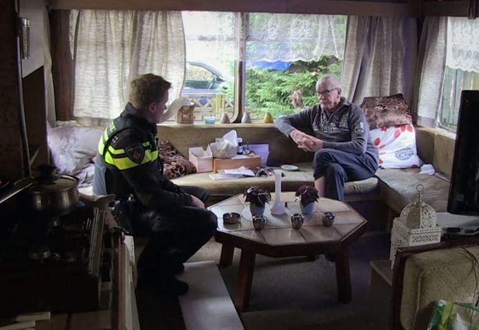 Bibi en wijkagent Marijn van Zundert.