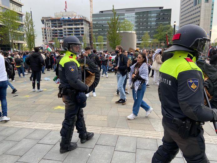 Politie maakt zich klaar om demonstranten weg te sturen
