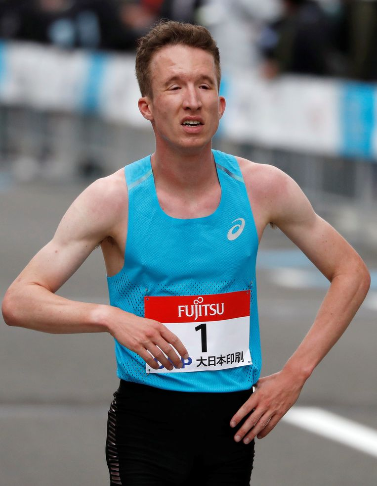 Bart van Nunen komt over de finish bij het testevent in Sapporo.  Beeld REUTERS