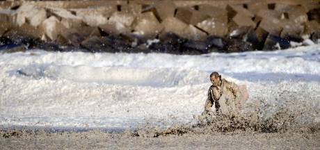 Onderzoek: zeeschuim belangrijkste oorzaak surfdrama Scheveningen