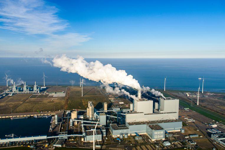 De Eemscentrale in Groningen is een van de vier nog werkende kolencentrales in Nederland. Beeld Hollandse Hoogte / Siebe Swart luchtfotografie
