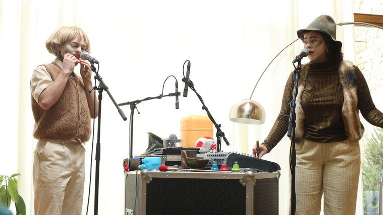 Het duo Brik Tu-Tok maakte de vreemdste klanken met huishoudgerief.