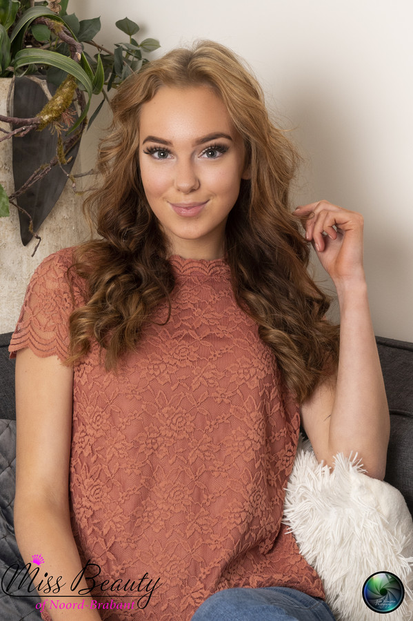 Charlotte Schoenmakers uit Prinsenbeek doet mee aan Miss Teen of Noord-Brabant.