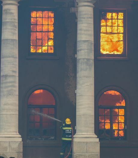 Violent incendie sur Table Mountain, l'université du Cap partiellement touchée