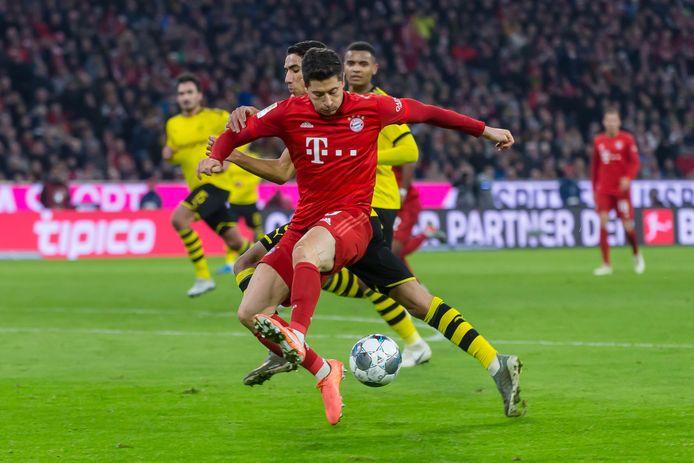 Robert Lewandowski gisteren in actie tegen Borussia Dortmund.