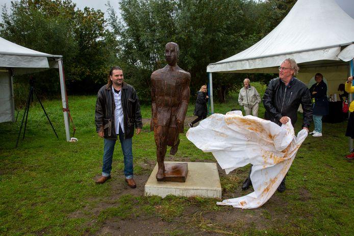 'Passenger' van Frans de Winter, het winnende kunstwerk in de gemeente Vlaardingen, werd 26 september onthuld.