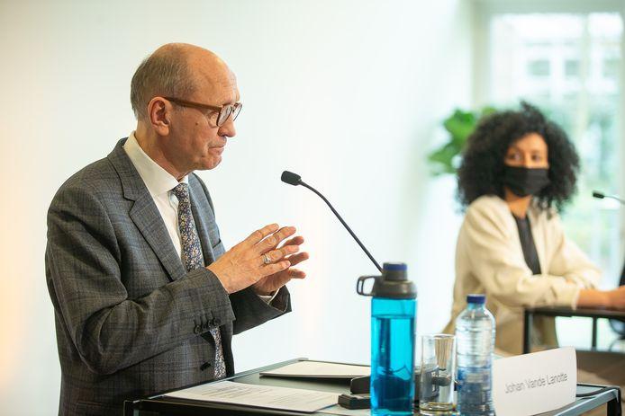 Vande Lanotte en El Kaouakibi op de persconferentie in februari.