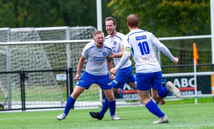 Jorn Kroes is blij met een doelpunt namens WZC. De formatie uit Wapenveld kan door een overplaatsing komend seizoen toch spelen tegen Heerde, SEH en VEVO.