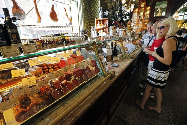 Een worstenwinkel in St. Petersburg. Beeld epa