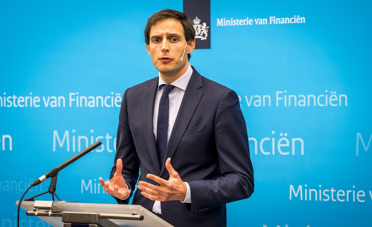 Minister Wopke Hoekstra van Financiën bij de persconferentie waar hij vorig jaar februari bekend maakte dat de Nederlandse staat een belang heeft genomen in de holding Air France/KLM.