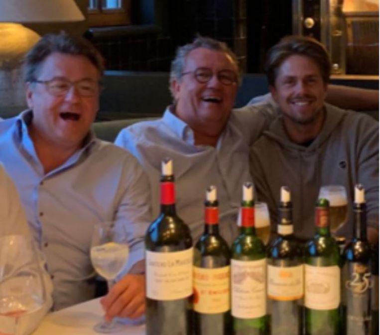 SK Deinze-voorzitter Denijs Van de Weghe, Vincent Vergracht en André Hazes Jr. in restaurant Halifax.