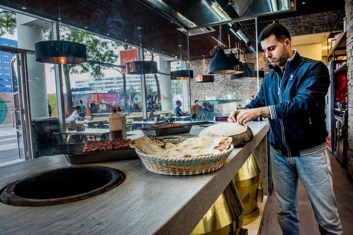 Hasan Kucuk in zijn restaurant in het stadhuis. ,,De boodschap van Nida was: Wij gaan meedoen in Den Haag. Mét of zonder jullie.''