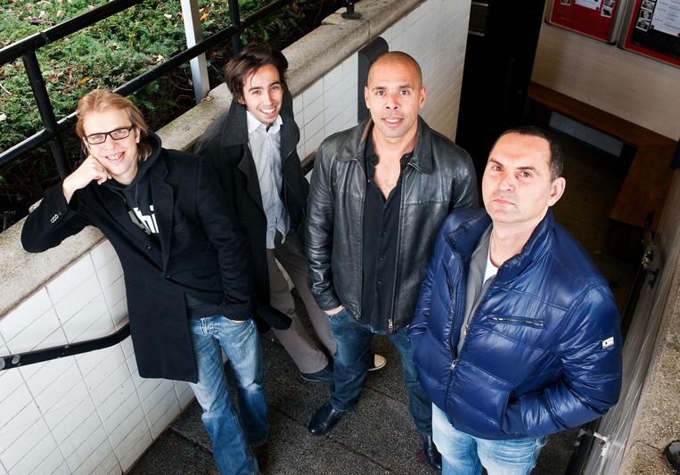 De oprichters van Comedy Train, Jan Jaap van der Wal, Stefan Pop, Eric van Sauers en Raoul heertje, gefotografeerd in Toomler Amsterdam, in 2010. Beeld Nadja Kieft