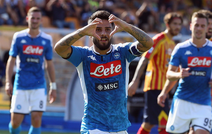 Lorenzo Insigne viert zijn goal.