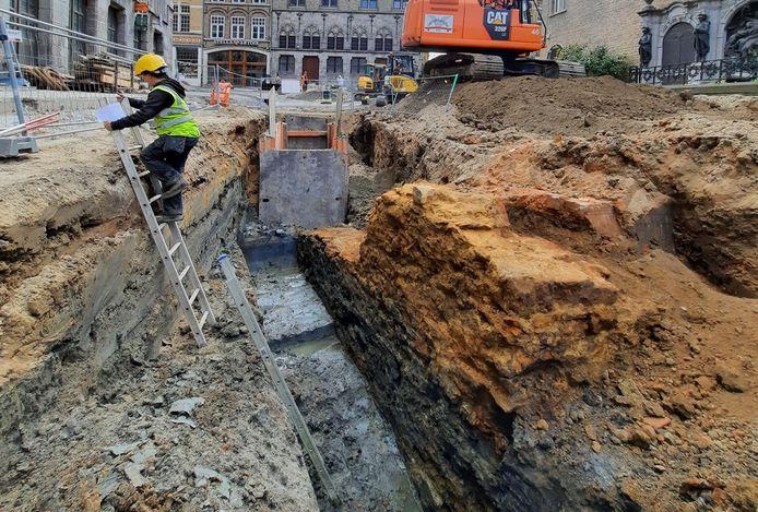 Afgelopen vrijdag werd met de vondst van de oostelijk muur van het oud vleeshuis opnieuw een belangrijke archeologische ontdekking gedaan.