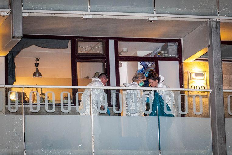 Rechercheurs doen onderzoek in de woning aan Daalwijk. Beeld Hollandse Hoogte /  ANP