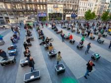Des dizaines de personnes rassemblées place de Brouckère pour une fête sanitairement raisonnable