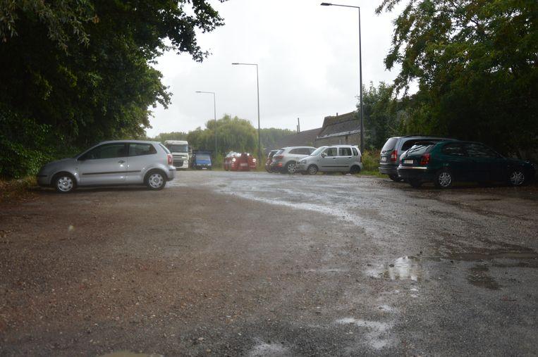 De Mallaardparking wordt nog dit najaar heraangelegd en krijgt een vijftigtal extra parkeerplaatsen.