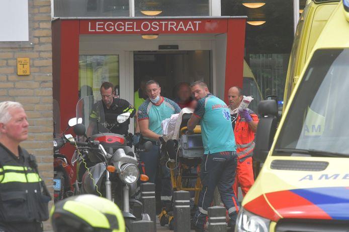 Twee personen zijn vandaag gewond geraakt bij een ernstig geweldsincident bij Parnassia aan de Leggelostraat in Den Haag.
