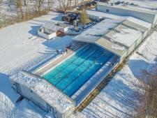 Terwijl iedereen aan schaatsen denkt, kun je in Zwartsluis zwemmen bij -4 graden