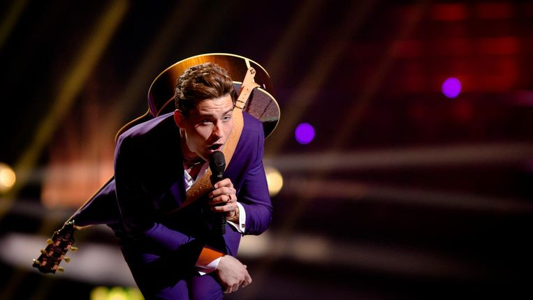 Douwe Bob vorig jaar tijdens zijn eigen deelname aan het Songfestival Beeld ANP