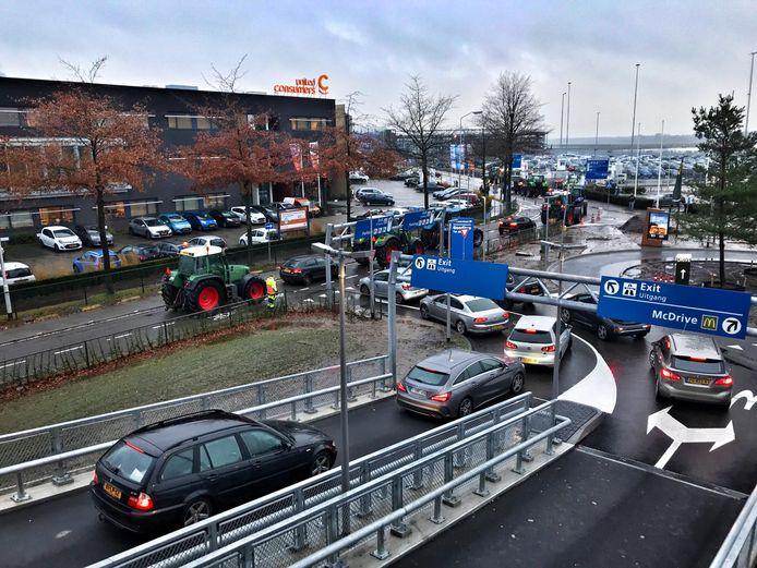Verkeer rond Eindhoven Airport loopt vast