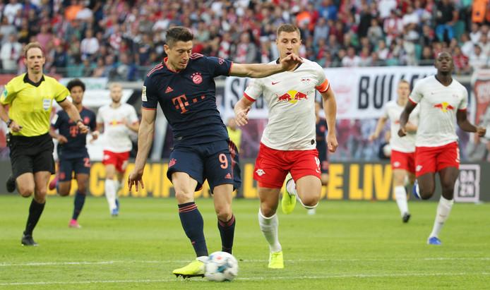 Robert Lewandowski zet Bayern op 0-1.