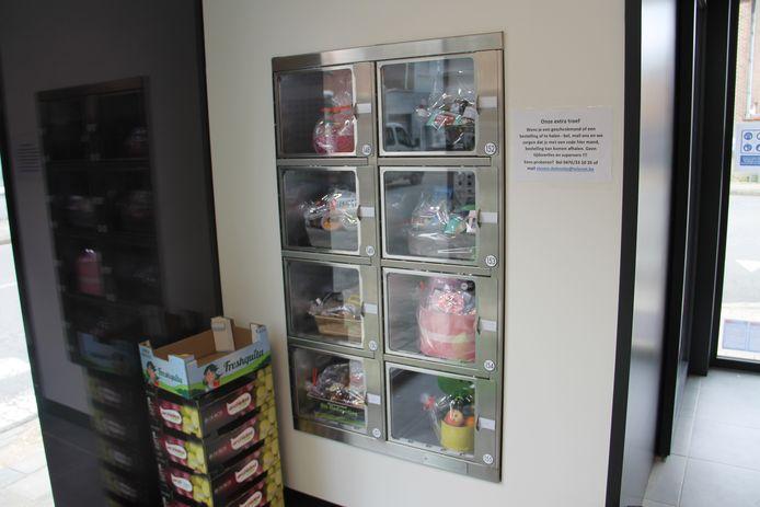 De automaten met geschenkmanden van hoevewinkel Delmotjes.