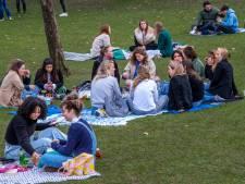 Volle parken, maar niet omdat corona hen niets kan schelen, zeggen de studenten