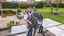 Sébastien Ververken zet het terras van sterrenzaak Vol-Ver klaar, in Marke