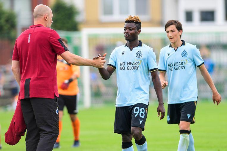 Tijdens de oefenmatch tegen Heist speelde Club met de slogan 'no heart, no glory' op het shirt. Beeld BELGA