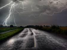 Verkeersregelaar Allard bij Lelystad getroffen door de bliksem: 'Geknetter, een knal, een flits en toen ging het licht uit'