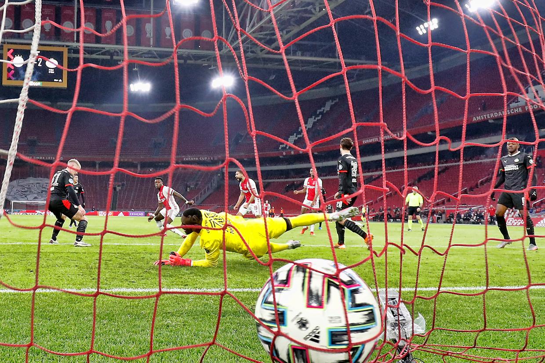 Vorige maand gaf PSV een 0-2 voorsprong weg en eindigde het duel tegen Ajax in 2-2. Beeld Pro Shots / Stanley Gontha