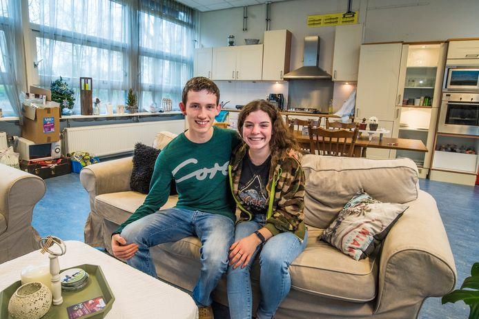 Ricardo Pot en vriendin Marije Bouwer hopen nog lang in het voormalig klaslokaal te mogen wonen