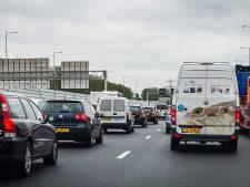 Snelweg na botsing op A28 bij Staphorst weer vrij: flinke vertraging voor verkeer voorbij
