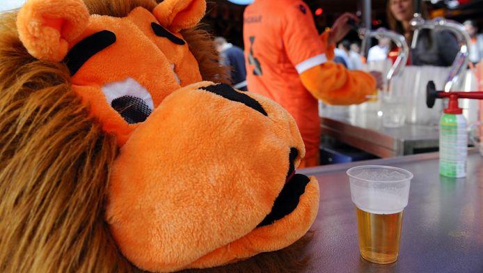 De Oranjekoorts tijdens EK's en WK's levert bedrijven altijd goed geld op