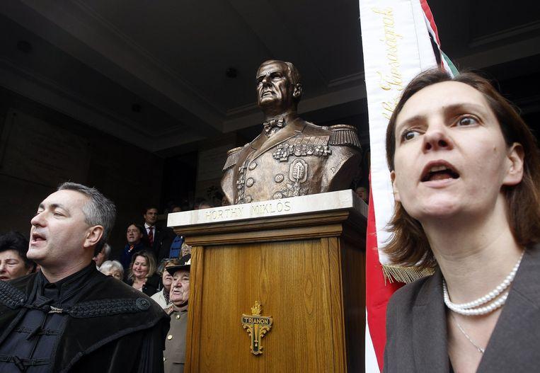 Onthulling van de buste van de Hongaarse fascist Miklós Horthy in november 2013. Beeld AFP
