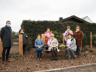 Bankje, bloemen en gedicht moeten troost brengen: Ferm Ronsele opent troostplek