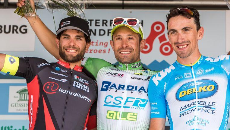 Pasqualon, hier links op de foto, is een snelle man die onder meer al in een rit in de Ronde van de Limousin won. Beeld AFP