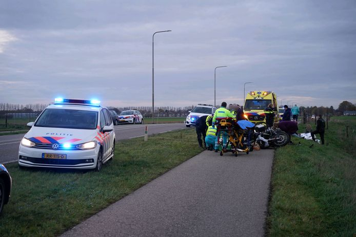 Ernstig ongeluk in Herwen, hulpverleners zijn ter plaatse.