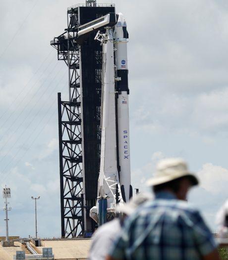 Amerikaanse miljardair koopt toeristische ruimtevlucht met SpaceX van Elon Musk