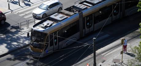 """""""Une voiture s'est encastrée dans un tram"""" place Flagey à Ixelles"""