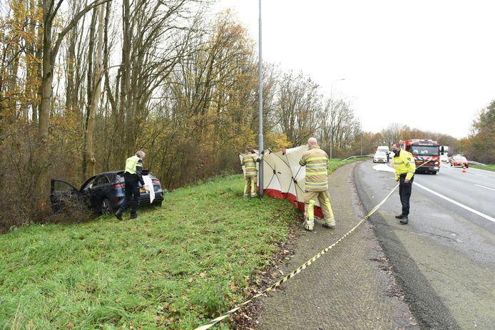 Een automobilist is gewond geraakt bij een eenzijdig ongeluk.