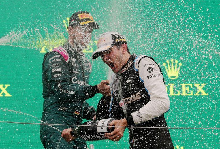Esteban Ocon viert zijn eerste overwinning in de Formule 1, met Sebastian Vettel, die tweede werd in Hongarije.  Beeld Pool via REUTERS