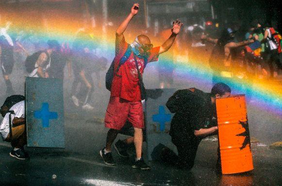 Demonstranten clashen met de politie in de Chileense hoofdstad Santiago.