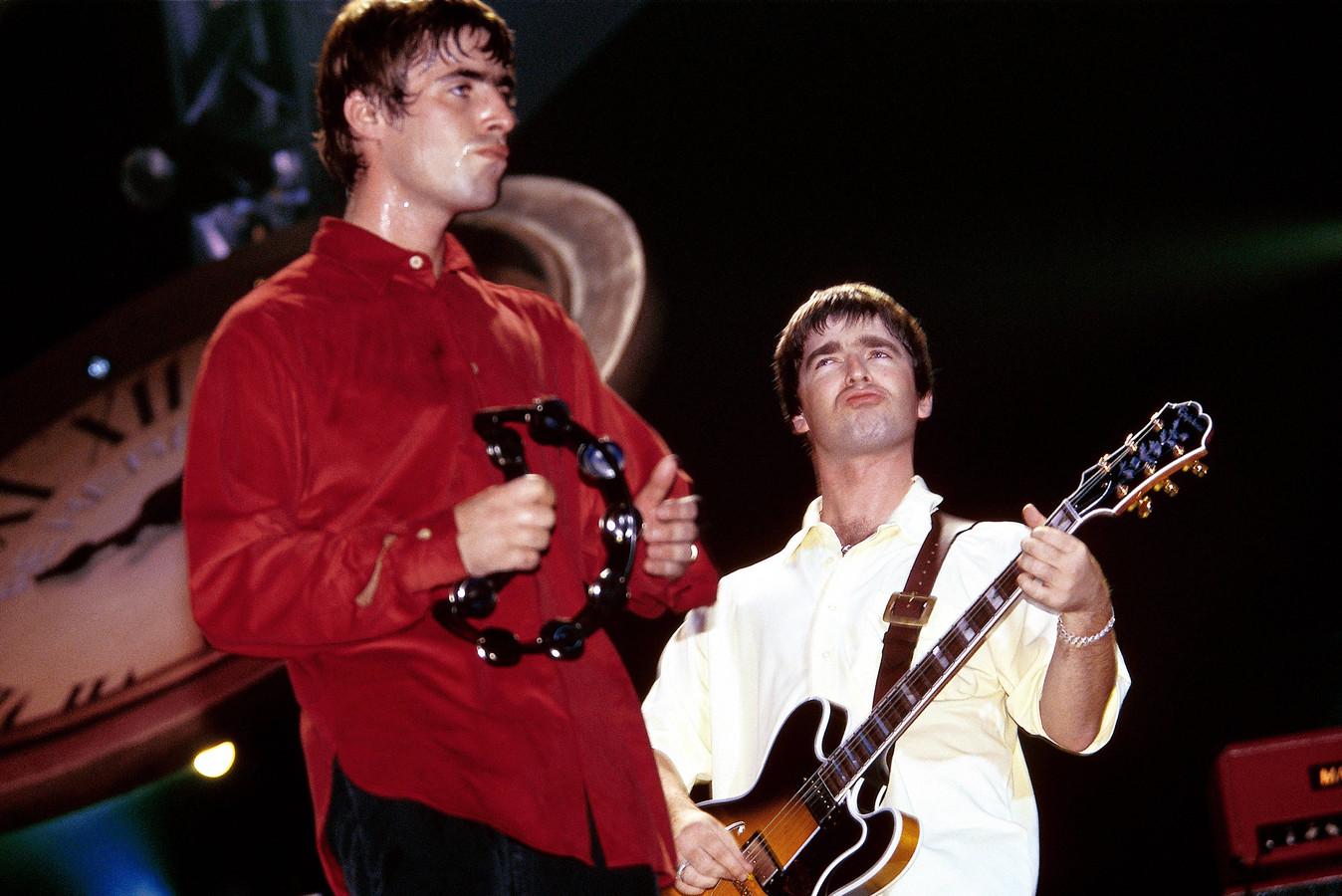 Liam (links) en oudere broer Noel Gallagher op het hoogtepunt van de Oasis-populariteit in 1996.