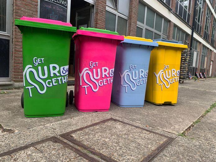 Nieuwe vuilbakken kleuren het Warandepark.