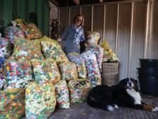 Ricky (80) uit Son en Breugel verzamelt plastic doppen op haar driewieler: 'Bijna elke keer kom ik met zo'n 800 doppen thuis'
